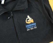 Vezenje logotipa Zidograd na flis jope