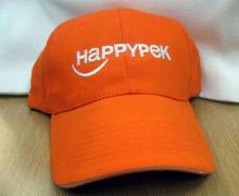 Vezenje logotipa happy pek na promocijske kape