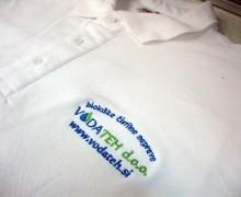 Vezenje logotipa na službene majice