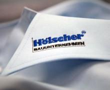 Vezenje logotipa Holscher na ovratnik srajce