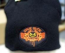 Vezenje logotipa MK Divje buče na pletene kape