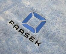 Vezenje logotipa Parsek na brisače